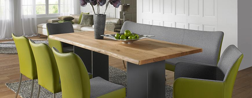 Sfeerfoto met tafel en tafelmeubels van Bert Plantagie