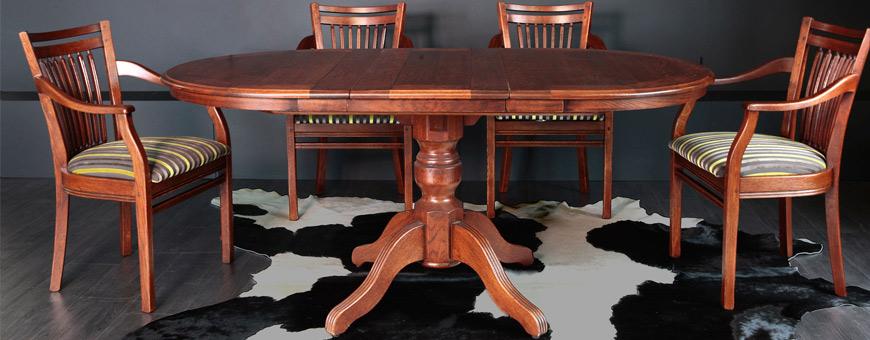 Tafel en stoelen van woonmerk Bannink